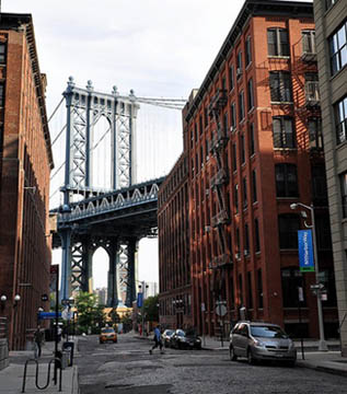 Visitare Brooklyn - DUMBO Down Under the Manhattan Bridge Overpass