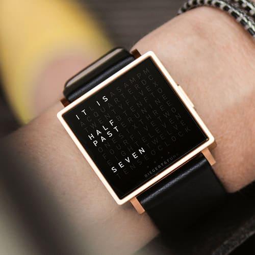 QlockTwo W: l'orologio da polso in lettere