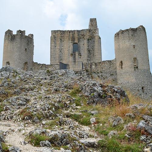 Rocca Calascio, un castello tra le nuvole
