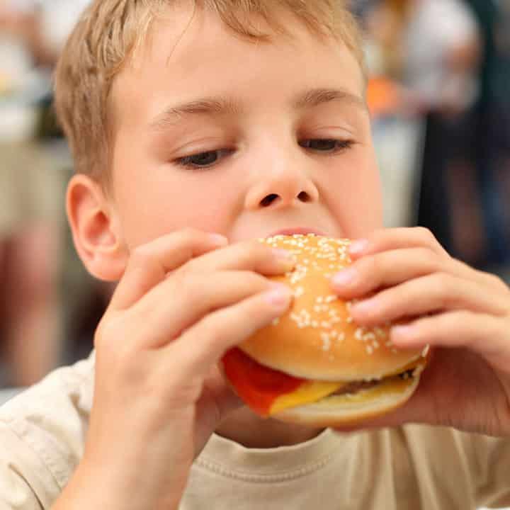 Obesità infantile, il disturbo alimentare del benessere