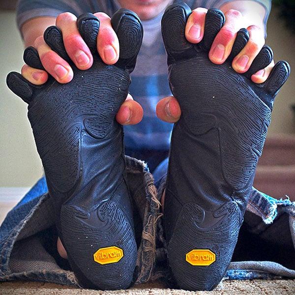 Vibram FiveFingers: i nuovi guanti da piede