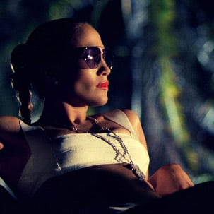 "Jennifer Lopez con Gucci Aviator nel video ""I'm into you"""