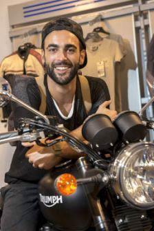 Marco Mengoni sulla Triumph Bonneville