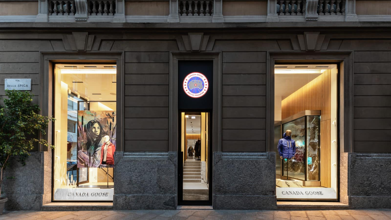 Canada Goose, store di Milano in via della Spiga 10